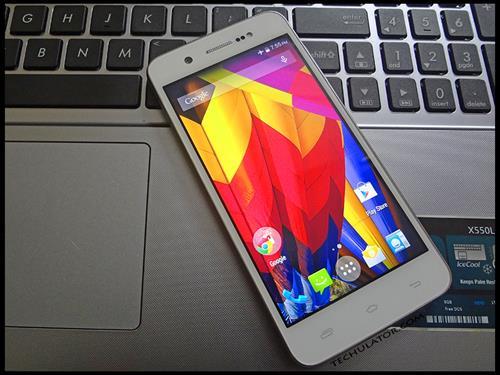 Karbonn Machone smartphone