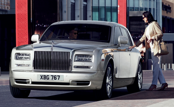 The Looks And Styling Is Something Which Keeps Rolls Royce Away From Almost All Other Cars In World Commanding Presence Car