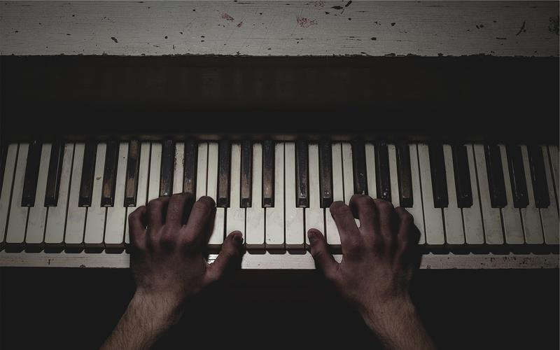 Play piano with both hands - third pic