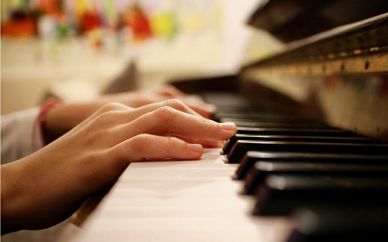 easy way to play piano with both hands